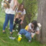 音楽祭で排尿している酔っ払った若い女性を撮影しました109 hd720p